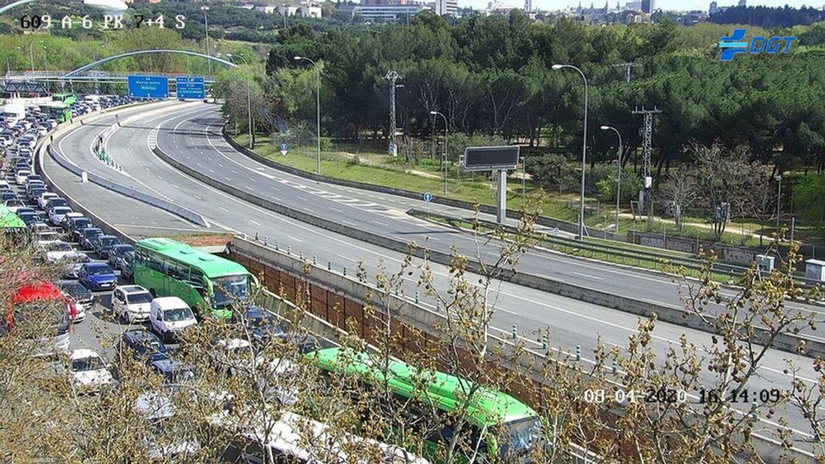 Distintas salidas de Madrid y Barcelona registran retenciones de tráfico