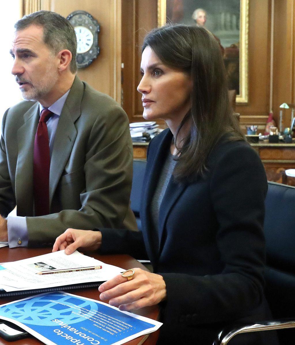 Letizia y Felipe trabajan desde el despacho del monarca