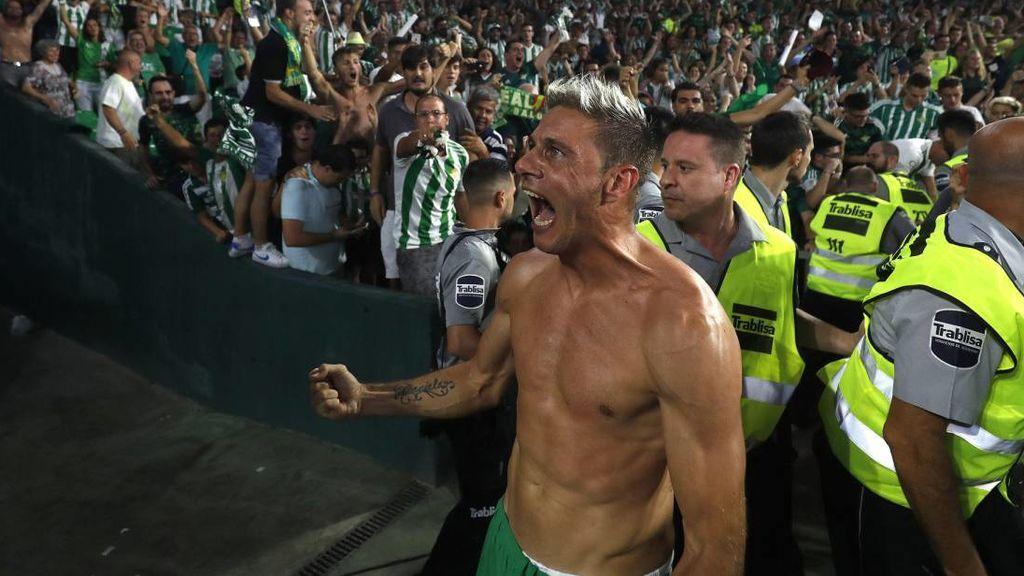 Joaquin tras la victoria del Betis en un derbi Betis - Sevilla