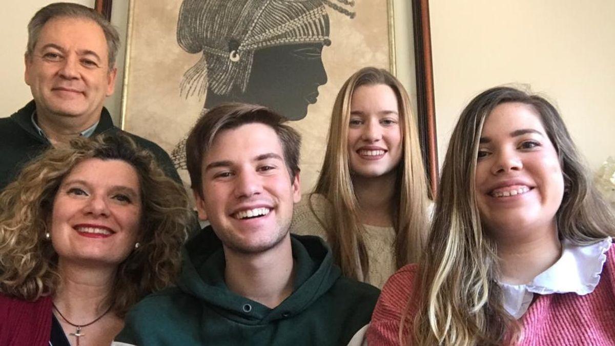 La familia Ramos desde su casa, en Málaga.