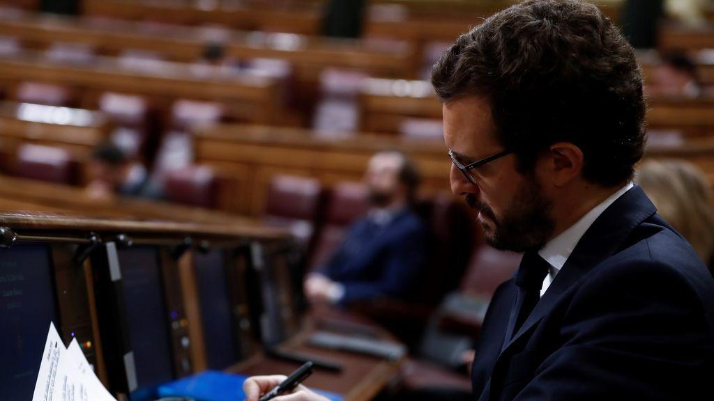 """Casado a Sánchez: """"Dificilmente podrá reescribir la Transición quien no negocia un decreto"""""""