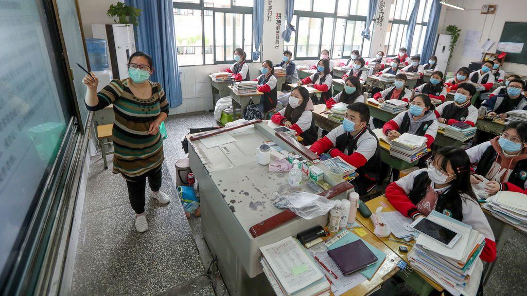 EuropaPress_2789139_09_april_2020_china_chongqing_high_school_grade_students_wearing_face_masks