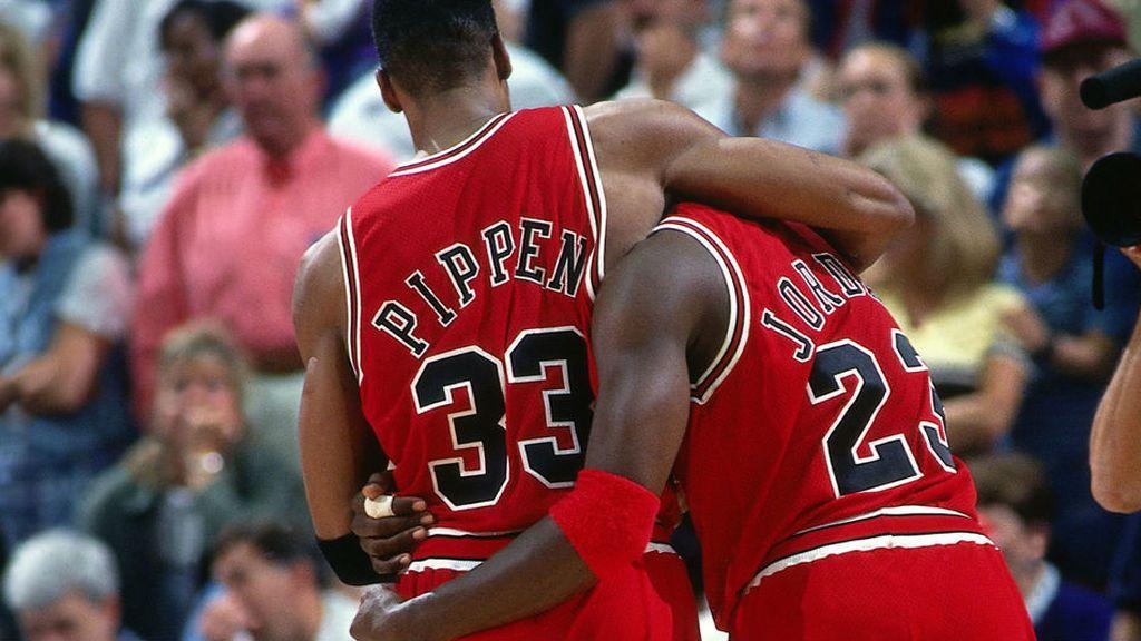 Jordan y Pippen jugando en un partido de la NBA con los Chicago Bulls
