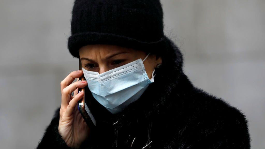 Desinfectar el móvil, separar ropa usada: las recomendaciones de Sanidad al entrar y salir de casa