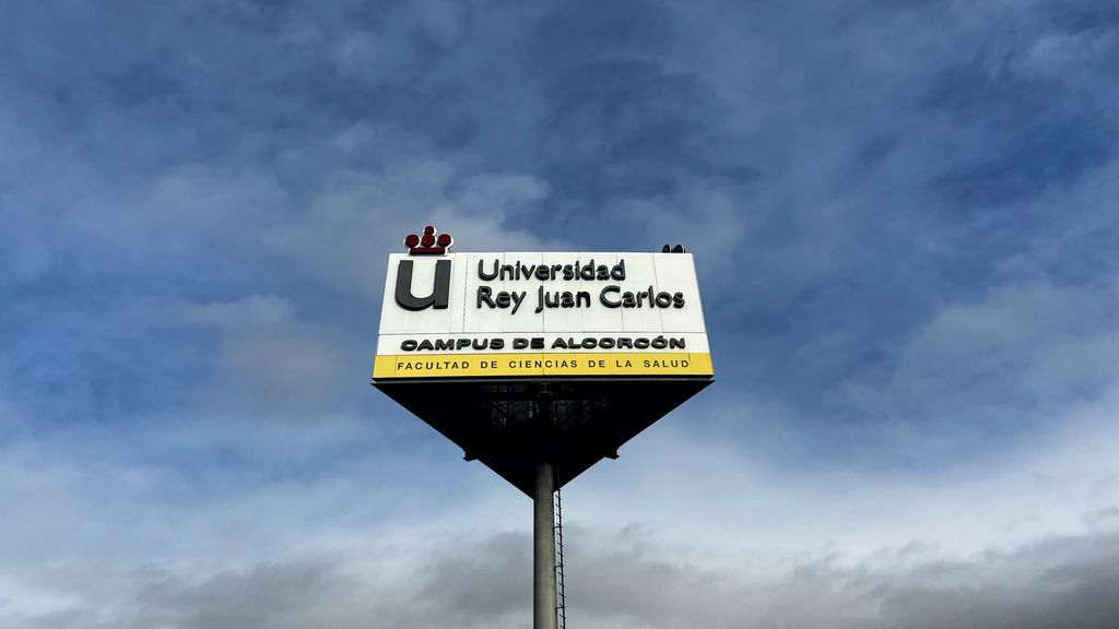 EuropaPress_2555878_cartel_logo_universidad_rey_juan_carlos_facultad_ciencias_salud_campus