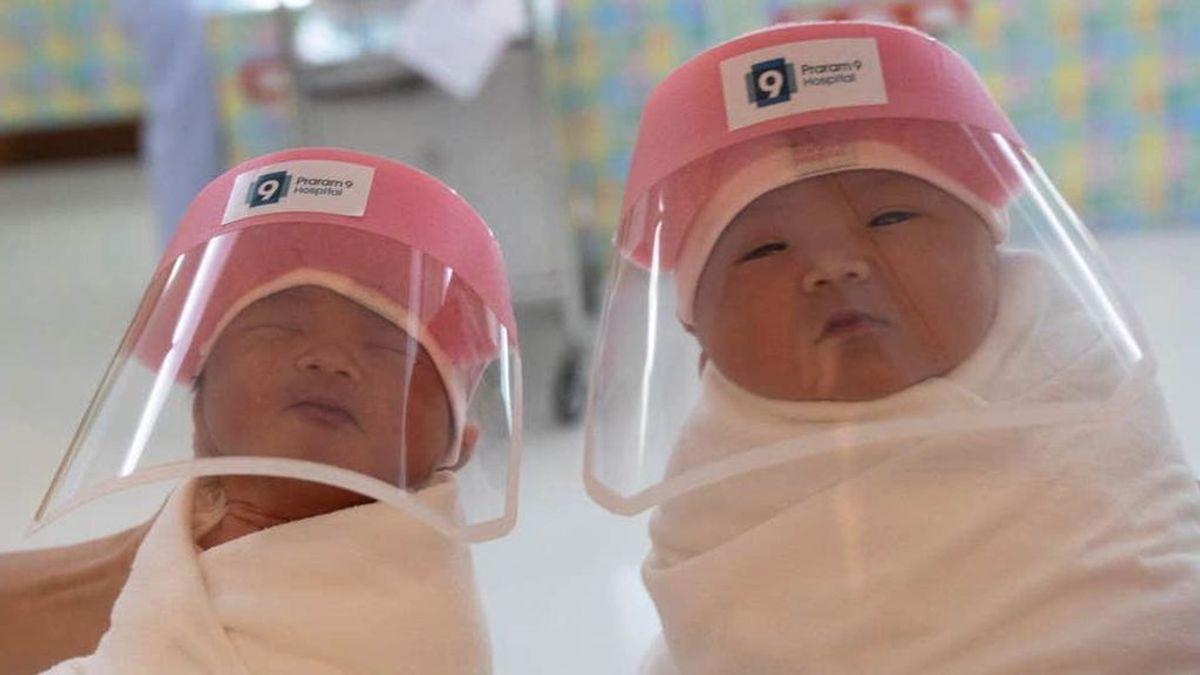 Cascos para proteger a los bebés del coronavirus en los hospitales de Tailandia
