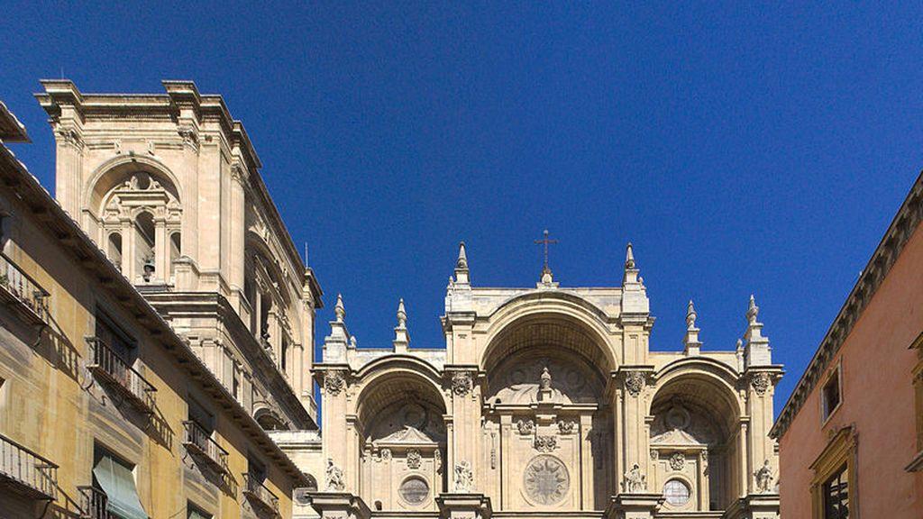 Desalojan la Catedral de Granada en una misa en pleno confinamiento