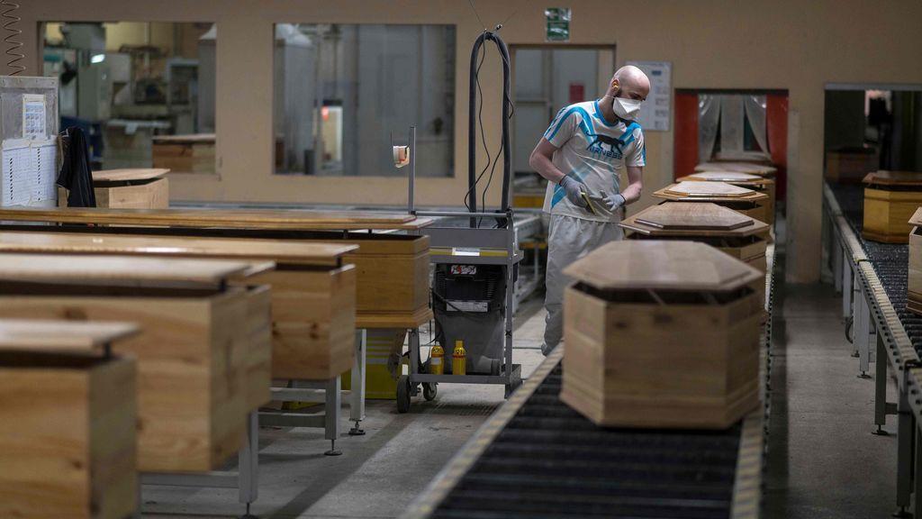 Francia roza los mil muertos en un día y supera las 13.000 víctimas mortales por coronavirus