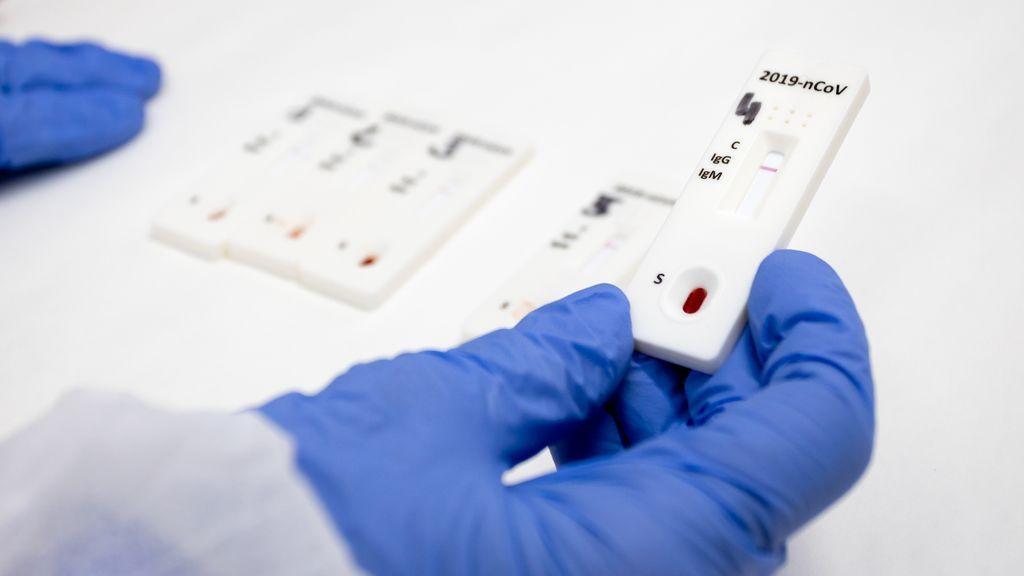 La Junta de Andalucía reparte 90.000 test rápidos entre las residencias con ancianos fallecidos por coronavirus