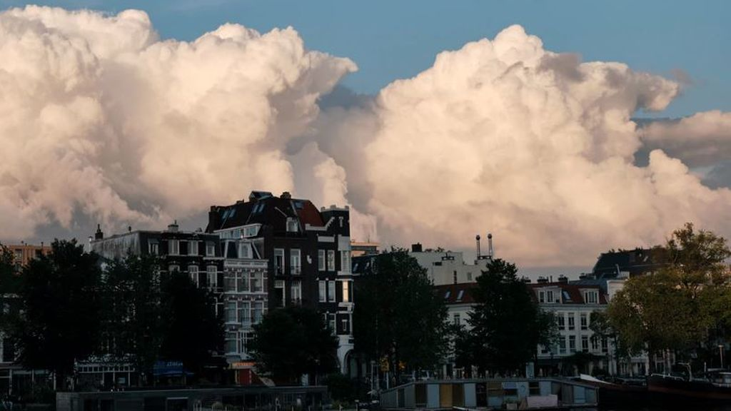 Traducen al español el Atlas Internacional de Nubes: guía para diferenciarlas desde el balcón