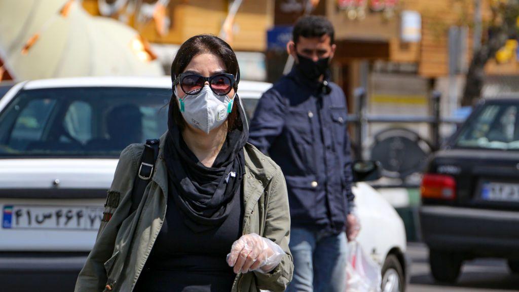 Irán reabre negocios y relaja las medidas contra el coronavirus entre críticas