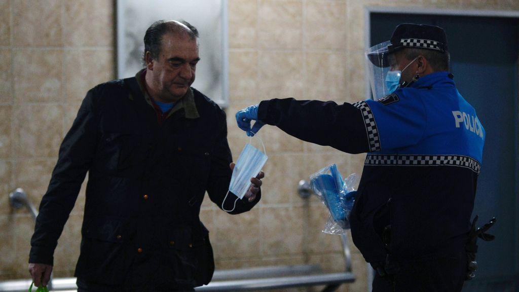 Polémica en el reparto de mascarillas a trabajadores: Madrid denuncia falta de coordinación