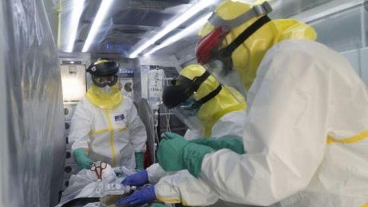 """Los trabajadores del SUMMA que trasladan a los enfermos críticos de coronavirus:  """"Esto es un seísmo"""""""