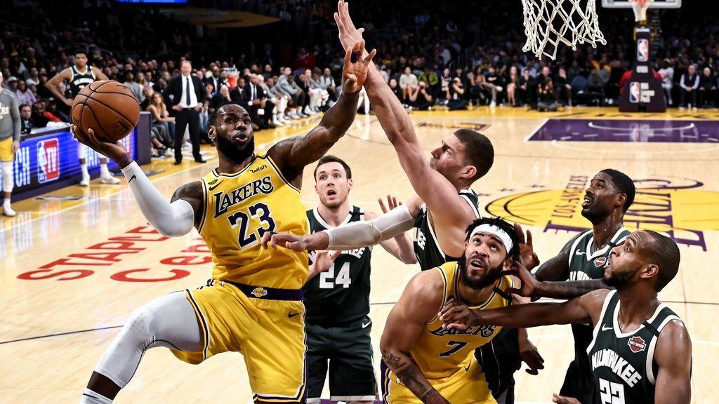 Lebron James jugando con los LA Lakers