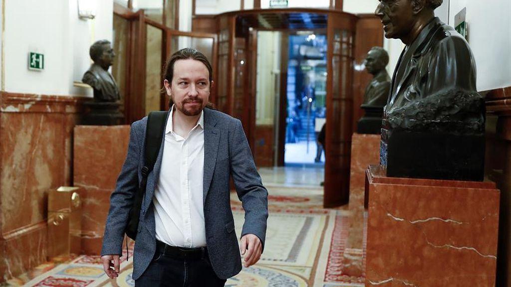 """Iglesias defiende la República y critica que el rey aparezca con """"uniforme militar"""""""