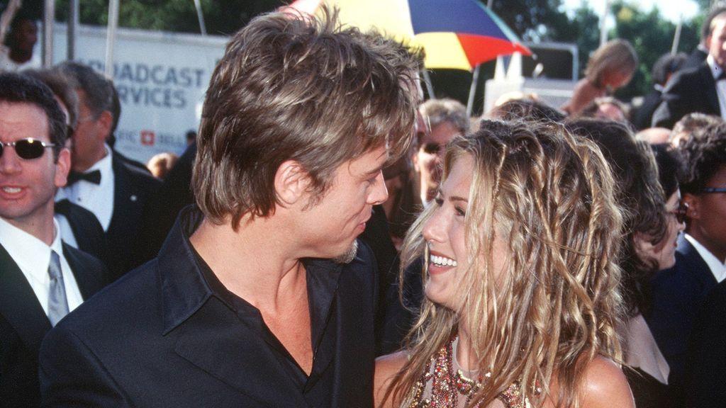Brad Pitt y Jennifer Aniston, en sus primeras apariciones como pareja.
