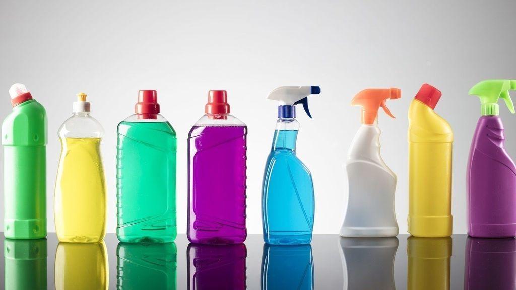 Aumentan durante la pandemia las intoxicaciones en los hogares por mezclar productos de limpieza