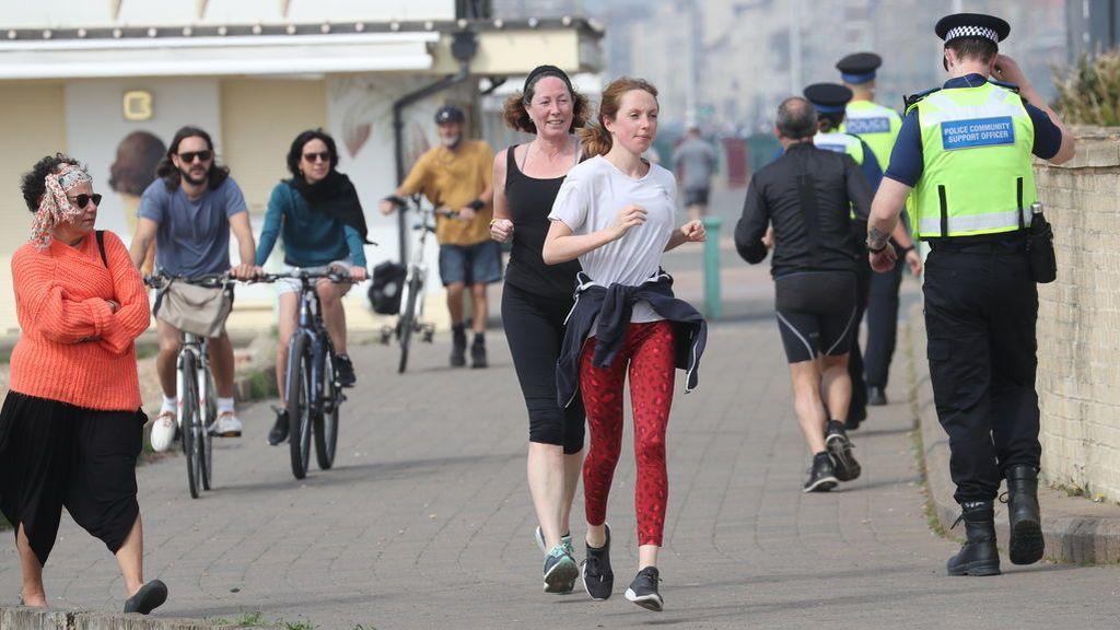 Corriendo en Brighton a pesar confinamiento