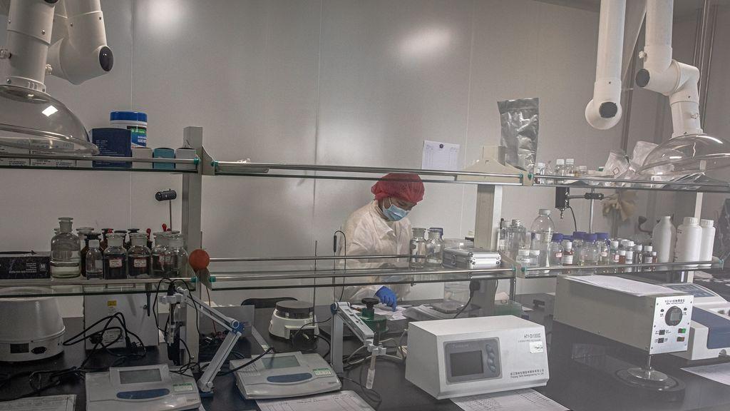 China comienza los ensayos clínicos en humanos de dos posibles vacunas contra el coronavirus