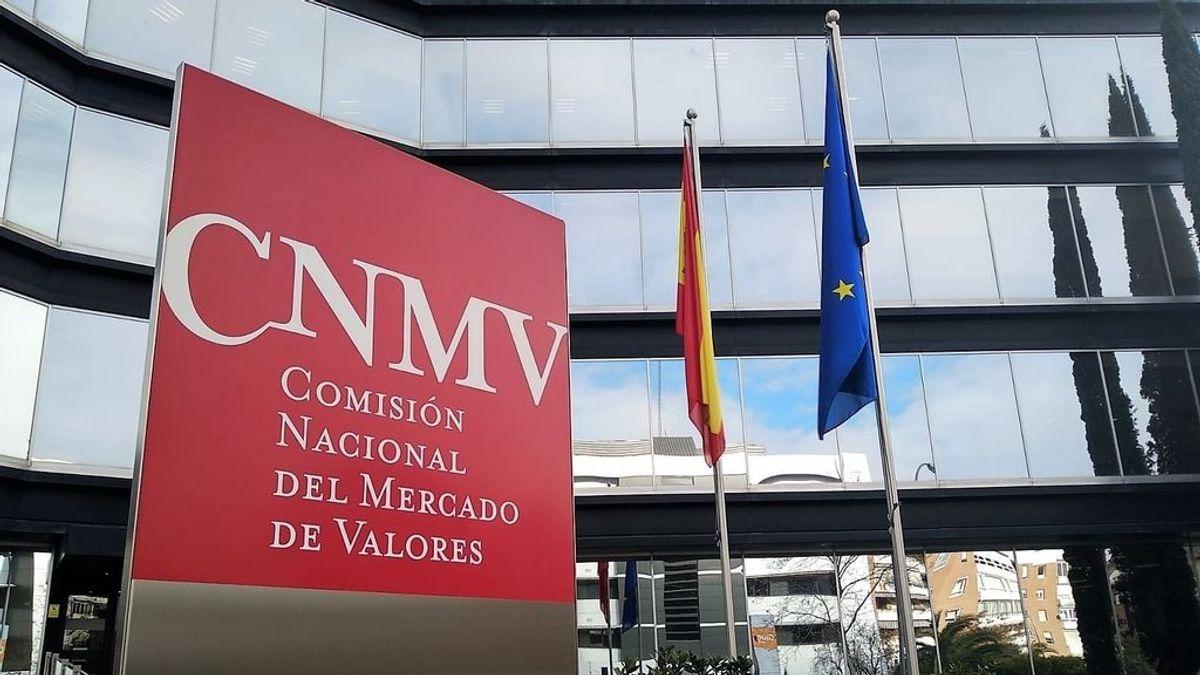 La CNMV prorroga un mes más la prohibición de operar en corto