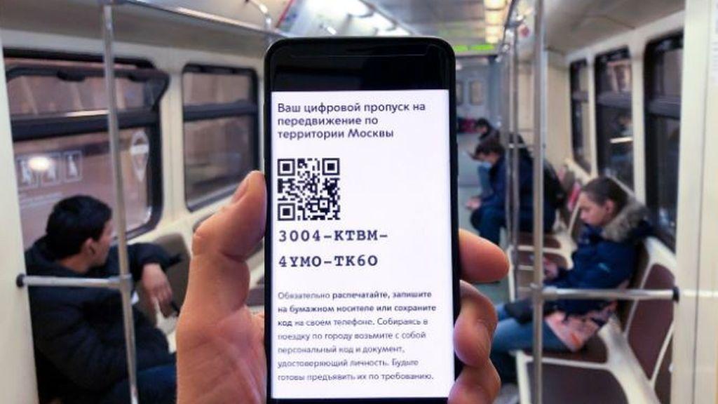 Rusia endurece el confinamiento en Moscú con códigos QR para los ciudadanos