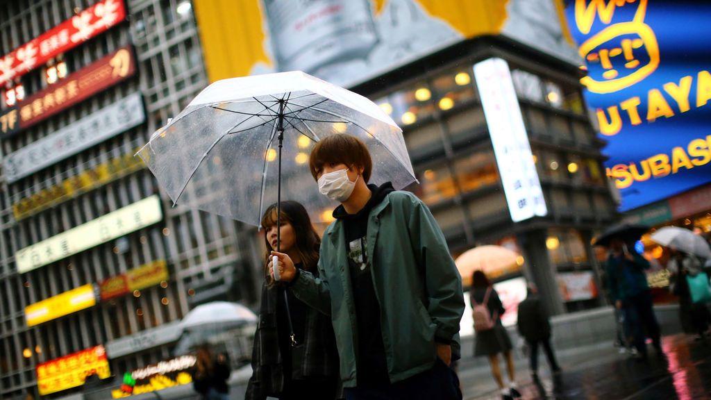 Japón pide chubasqueros para usarlos como material sanitario contra el coronavirus