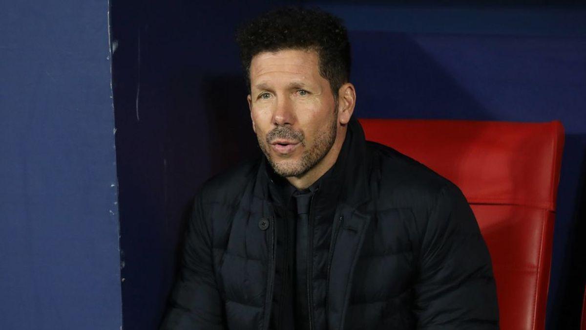 Simeone, en el banquillo de un partido con el Atlético.