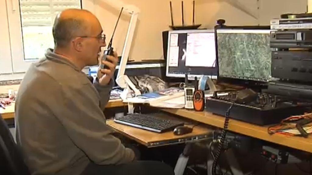 Clases por walkie-talkie ante el confinamiento sin cobertura