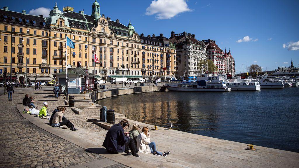 Suecia, único país europeo sin cuarentena, supera los 1.000 muertos por coronavirus entre críticas a su estrategia