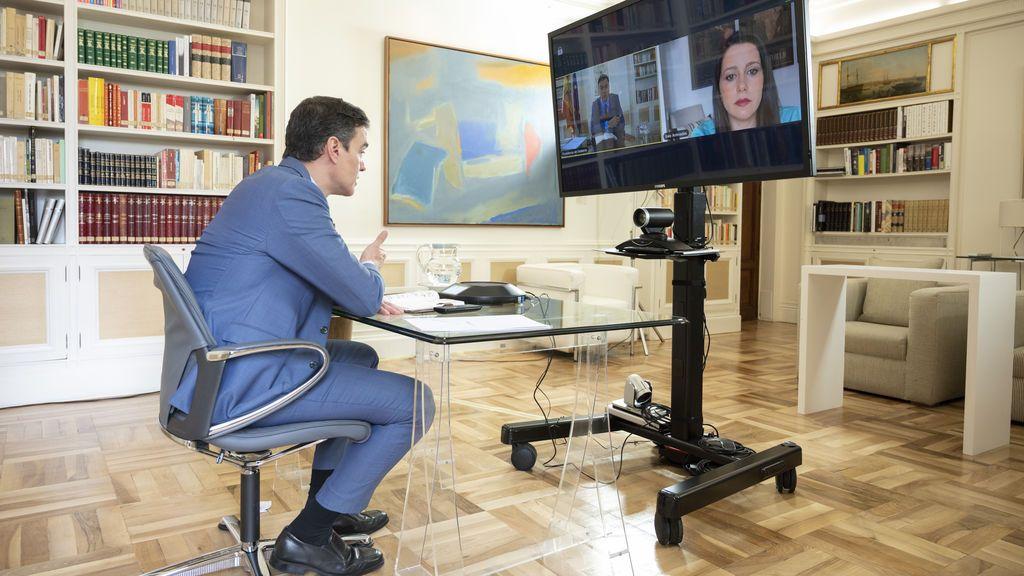 Pedro Sánchez en su conversación telemática con Inés Arrimadas