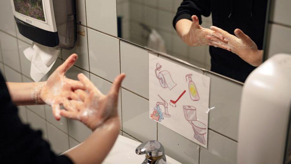 Los niños daneses vuelven al cole con 10 niños por clase y desinfectando cada dos horas