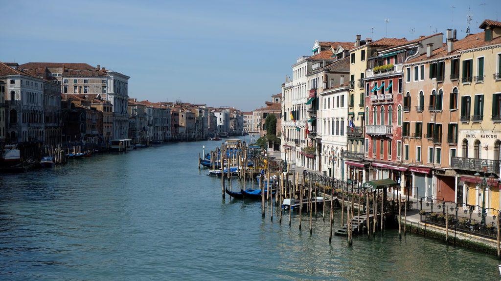 Venecia, cristalina: la limpieza de los canales es evidente desde el aire