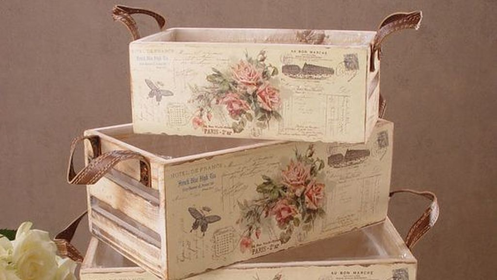 Caja decorada con decoupage.