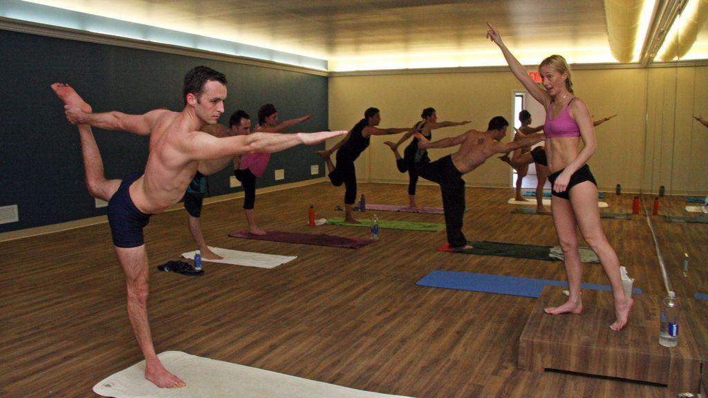 Clase de bikram yoga