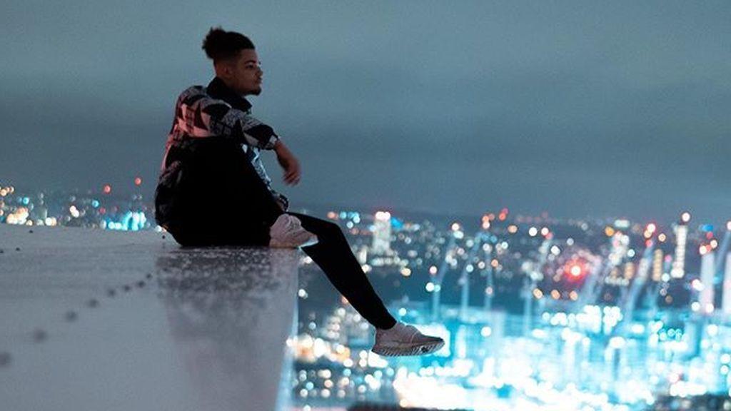 Un adolescente se juega la vida haciendo 'parkour' en el tejado de su edificio durante el estado de alarma