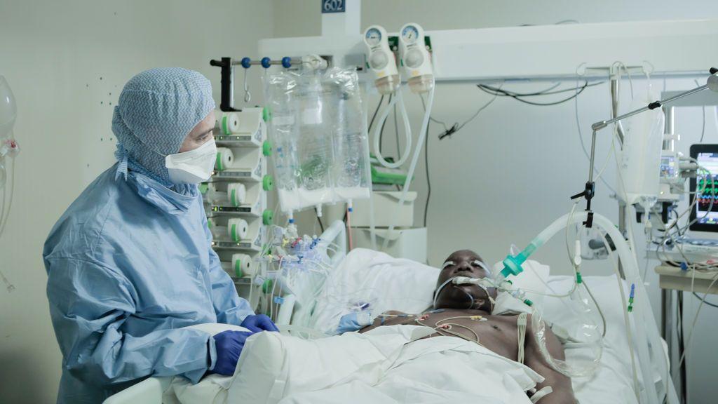 Francia suma más de 18.500 muertos por coronavirus, pero los pacientes en las UCI siguen disminuyendo