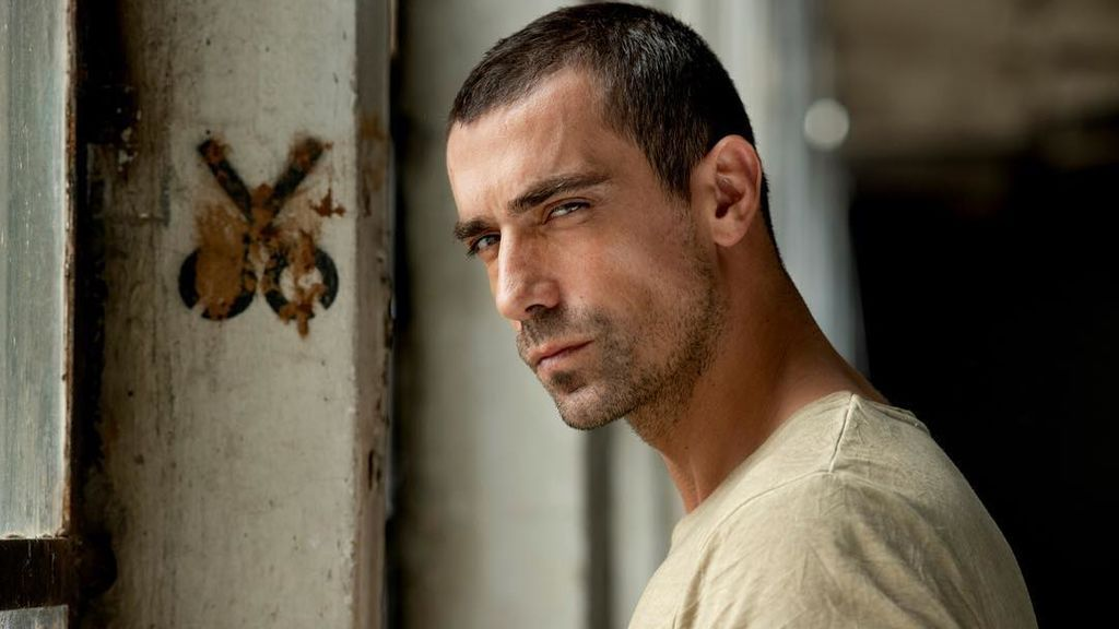 Ibrahim Çelikkol, Ferhat en 'Amor en blanco y negro'