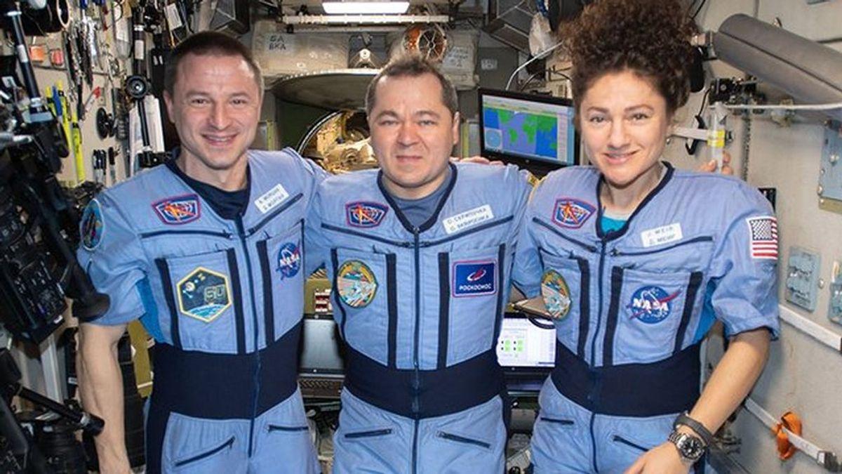 Última hora del coronavirus: llegan a una Tierra confinada tras meses de encierro espacial
