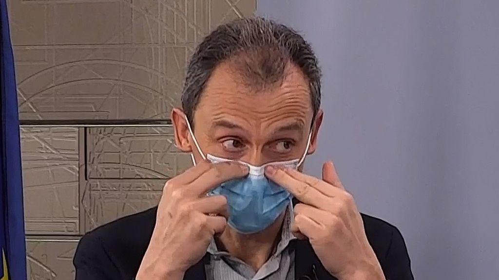 El ministro Duque explica cómo colocarse la mascarilla