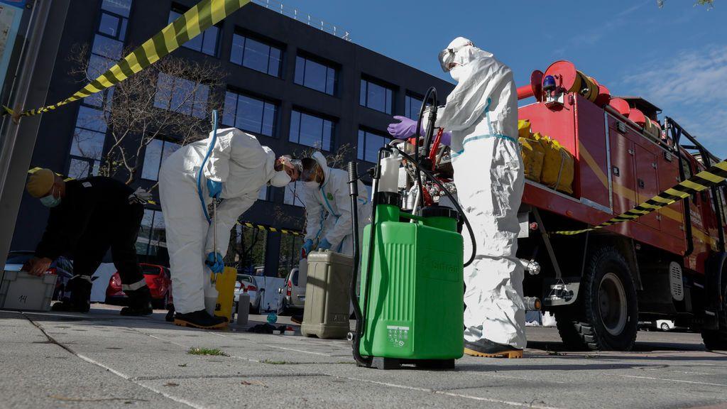 EuropaPress_2812687_militares_unidad_militar_emergenicas_ume_preparan_desinfectar_residencia