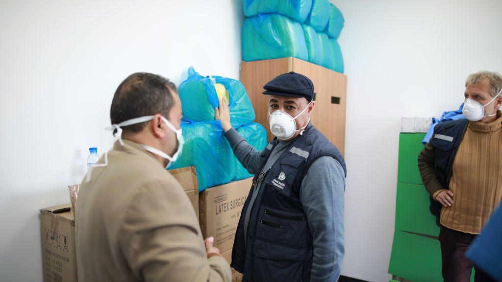Médicos y trabajadores de la OMS en el hospital de campaña de Rafah, Gaza