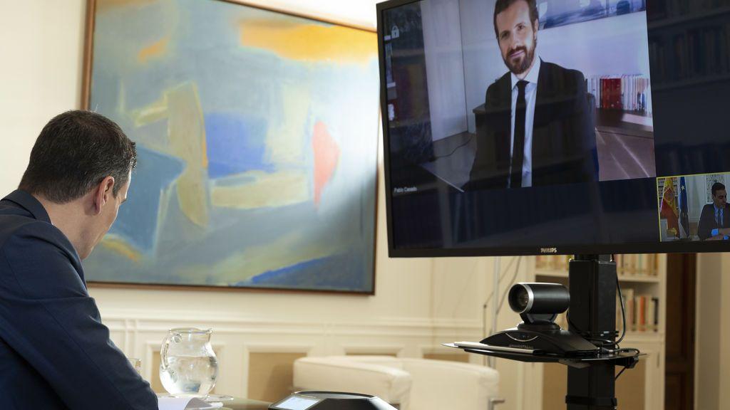 Sánchez en videoconferencia con Casado