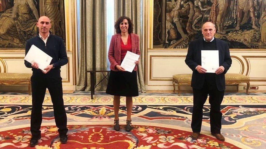 Rubiales, Irene Lozano y Javier Tebas, en el acuerdo.
