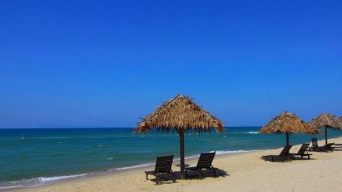 El verano que nos espera : turnos para ir a la playa, mamparas, pulseras y viajes dentro de España