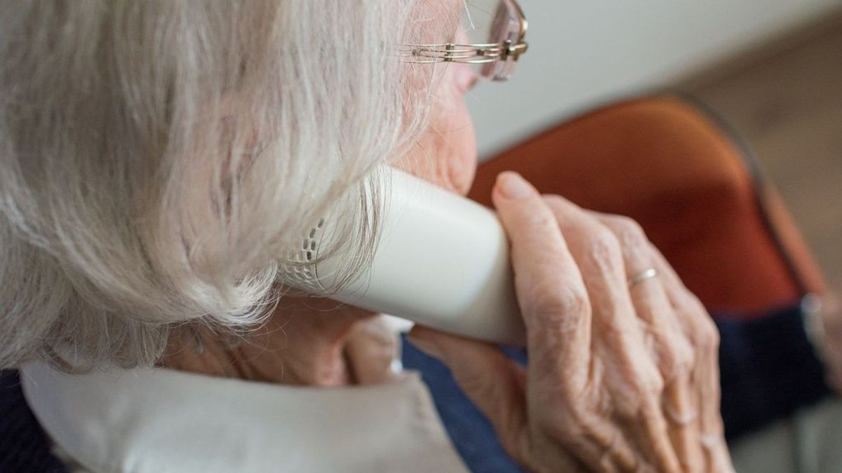 'Adopta un abuelo': la labor de cientos de voluntarios que hablan con los mayores en soledad por el coronavirus