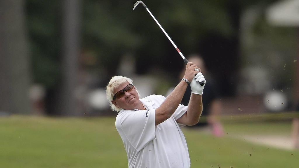 """La receta del golfista John Daly para vencer al coronavirus: """"Bebe una botella de vodka al día"""""""