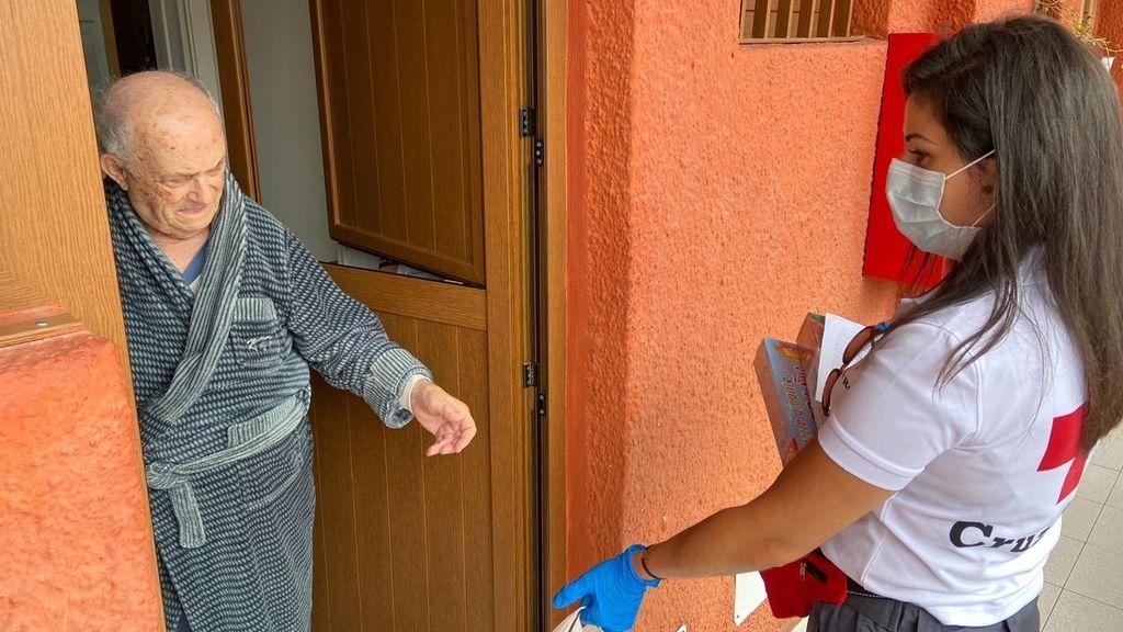 Madrid pone en marcha 'Charlamos', un servicio de acompañamiento telefónico a mayores solos