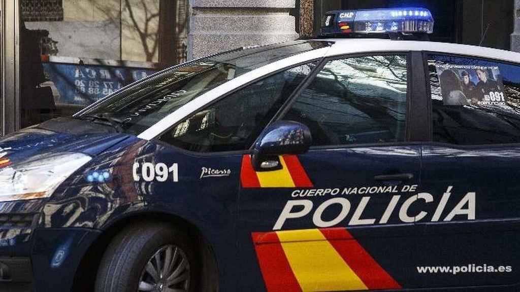 Un taller de Sevilla desinfecta de forma gratuita vehículos de Guardia Civil y Policía