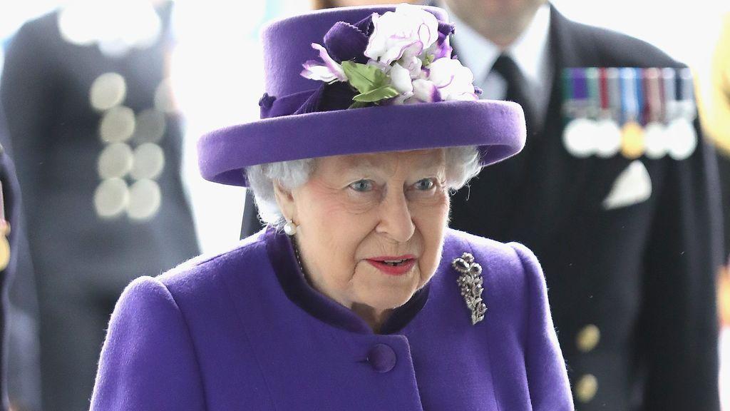 Isabel II cumple 94 años: aciertos y errores de sus diez looks más icónicos