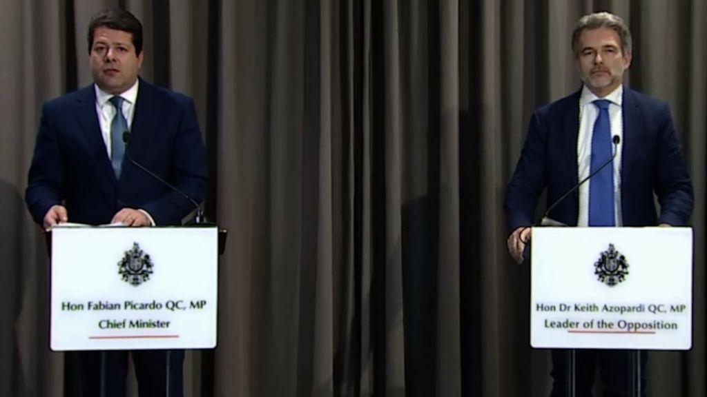 Fabián Picardo, a la izquierda, en la rueda de prensa ofrecida ayer